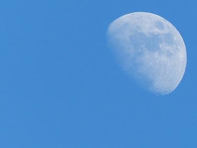 今年最初の白い月, the moon