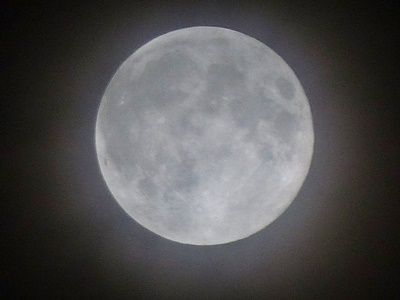 曇り空の満月, the strawberry moon is the full moon in June
