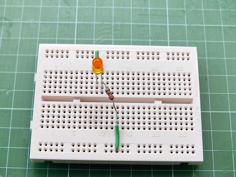 ブレッドボードでLEDを点灯させる, LED, breadboard